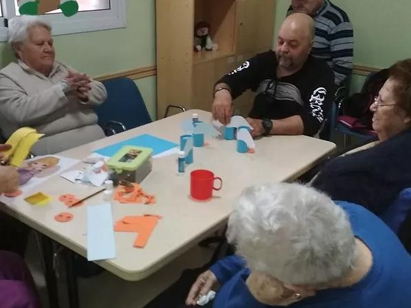 Momentos y sonrisas. Actividades culturales de ocio y tiempo libre para mayores